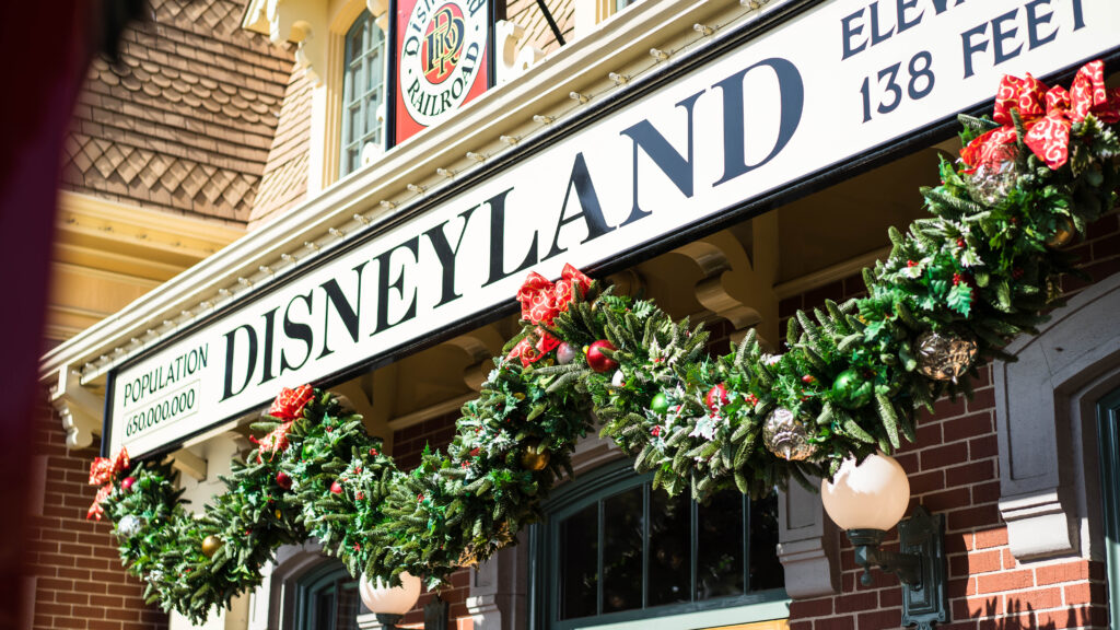 how to save money at disneyland, money saving disneyland, money saving tips disneyland, save money at disneyland, disneyland resort, a disney obsession, disneyland park, disney california adventure, dlr, money saving disney